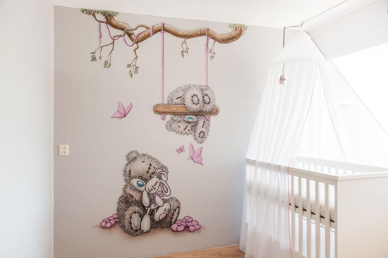 muurschildering babykamer me to you schommel tak knuffel