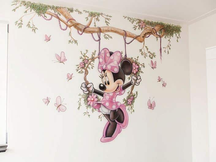 Minnie op schommel met vlindertjes