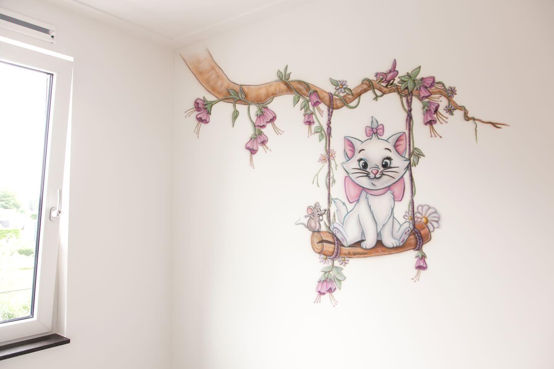 airbrush meisjeskamer marie aristokatten op schommel aan tak